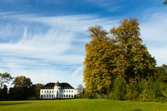 Palacio y parque hermosos de Bernstoff cerca de Copenhague, Dinamarca imagen de archivo libre de regalías