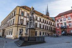 Palacio y trinidad santa Estatua-Brno, República Checa imagen de archivo libre de regalías