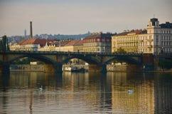 Palackeho Brücke, Prag, an der Dämmerung Lizenzfreie Stockfotos