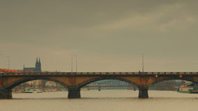 Palacky桥梁的全景从伏尔塔瓦河河的在布拉格 影视素材