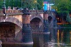 Palacky bro i Prague Arkivfoto