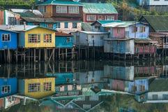 Palafitos hus, Patagonia, Chiloe, Chile Royaltyfri Bild