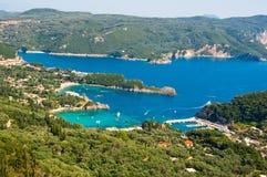 Palaiokastritsa全景在科孚岛,希腊海岛上靠岸  免版税库存照片