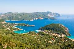 Palaiokastritsa海湾与著名海滩的 corfu希腊 免版税库存照片