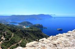 Palaiokastritsa στο νησί της Κέρκυρας Άποψη από Angelokastro ιόνια θάλασσα της Ελλάδας Στοκ φωτογραφία με δικαίωμα ελεύθερης χρήσης
