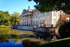 Palais à Varsovie, parc royal de bains Photographie stock