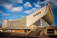 Palais abandonné des concerts et des sports image stock