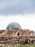 Palais antique d'Umayyad à la citadelle d'Amman en hiver Images stock
