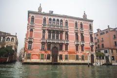 Palais célèbres sur Grand Canal à Venise, Italie humidité image libre de droits