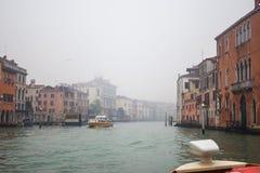 Palais célèbres sur Grand Canal à Venise, Italie humidité photos stock