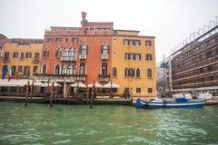 Palais célèbres sur Grand Canal à Venise, Italie humidité images stock