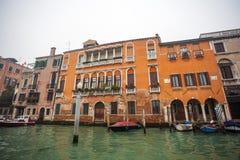 Palais célèbres sur Grand Canal à Venise, Italie humidité image stock