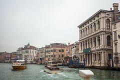 Palais célèbres sur Grand Canal à Venise, Italie humidité photos libres de droits
