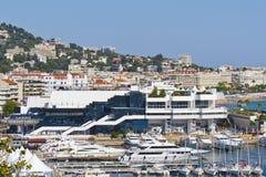 Palais célèbre de cinéma avec le casino, Cannes, France Photo stock