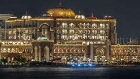 Palais d'émirats illuminé au timelapse de nuit, Abu Dhabi, Emirats Arabes Unis clips vidéos