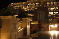 Palais d'Emirats la nuit images libres de droits
