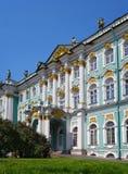 Palais d'ermitage L'entrée de l'Amirauté St Petersburg, Russie Photographie stock libre de droits