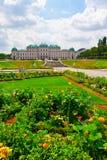 Palais de belvédère avec des fleurs. Vienne.  Autriche image stock