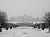 Palais de belvédère en hiver à Vienne photos libres de droits
