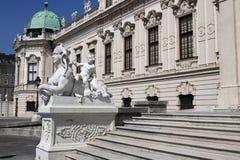 Palais de belvédère de statue à Vienne images stock