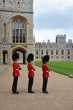 Palais de Buckimgam - les gardes de la Reine Image libre de droits