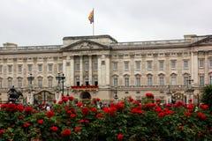 Palais de Buckingham sur l'anniversaire de fonctionnaire de Queens Photographie stock libre de droits