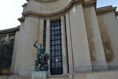 Palais De Chaillot i Hercules statua Obrazy Stock
