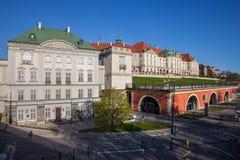 Palais de Cuivre-toit et château royal à Varsovie Photo stock