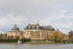 Palais de Drottningholm Stockholm sweden Vue de lac Malaren images libres de droits