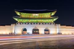 Palais de Gyeongbokgung la nuit à Séoul, Corée du Sud Photographie stock libre de droits