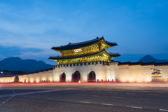 Palais de Gyeongbokgung la nuit Image stock