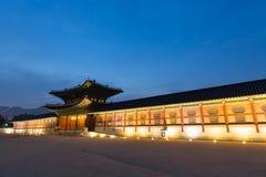 Palais de Gyeongbokgung la nuit Images stock