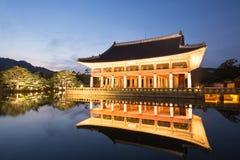 Palais de Gyeongbokgung la nuit Photographie stock libre de droits