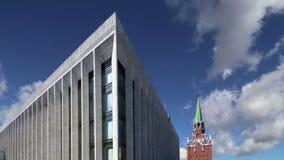 Palais de Kremlin PalaceKremlin d'état des congrès contre le ciel À l'intérieur de Moscou Kremlin, jour de la Russie clips vidéos