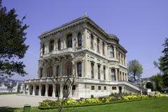 Palais de Kucuksu dans la ville d'Istanbul Photo libre de droits