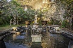 Palais de l'eau de Balinese chez Garuda Wisnu Kencana Park, Bali, Indonésie Photo libre de droits