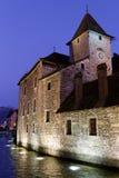 Palais de l'Ile στο Annecy, τή νύχτα Στοκ Φωτογραφία