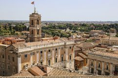 Palais de la vue de sénateurs de Vittoriano sur la colline de Capitoline photographie stock libre de droits