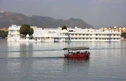 Palais de lac, île de Jagniwas, Udaipur, Inde photos stock