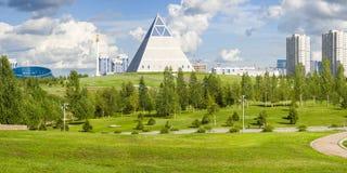 Palais de paix et de réconciliation dans la ville d'Astana Image stock