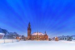 Palais de paix, Vredespaleis, sous la neige photo stock