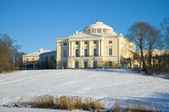 Palais de Pavlovsk un jour ensoleillé de février Voisinages de St Petersburg, Russie image libre de droits