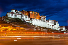 Palais de Potala la nuit Images stock