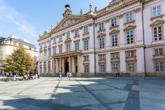 Palais de primat à la place de Primacialne à Bratislava photographie stock