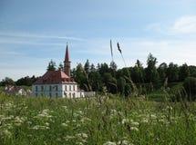 Palais de Prioratsky dans Gatchina Photographie stock libre de droits