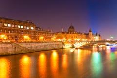 Palais de Rättvisa, Ile de la Citera, Paris - Frankrike Royaltyfria Bilder