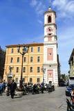 Palais de Rusca et la tour d'horloge à Nice Photographie stock
