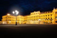 Palais de Schönbrunn la nuit - Vienne, Autriche Photographie stock