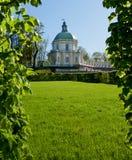 Palais des banlieues de la rue - Pétersbourg Images libres de droits