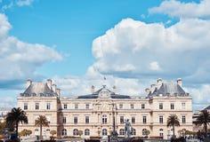 Palais du luxembourgeois avec des nuages ci-dessus images libres de droits